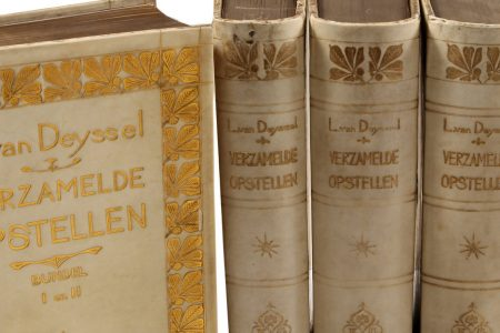 Friends of Leiden University Libraries generously support acquisitions for the Nieuwe Kunst collection